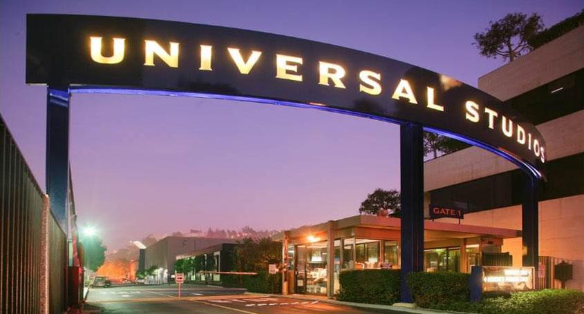 Universal Studios sign.
